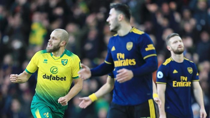 NORWICH, ENGLAND - DECEMBER 01: Teemu Pukki of Norwich City celebrates after scoring his sides first goal during the Premier League match between Norwich City and Arsenal FC at Carrow Road on December 01, 2019 in Norwich, United Kingdom. (Photo by Stephen Pond/Getty Images)