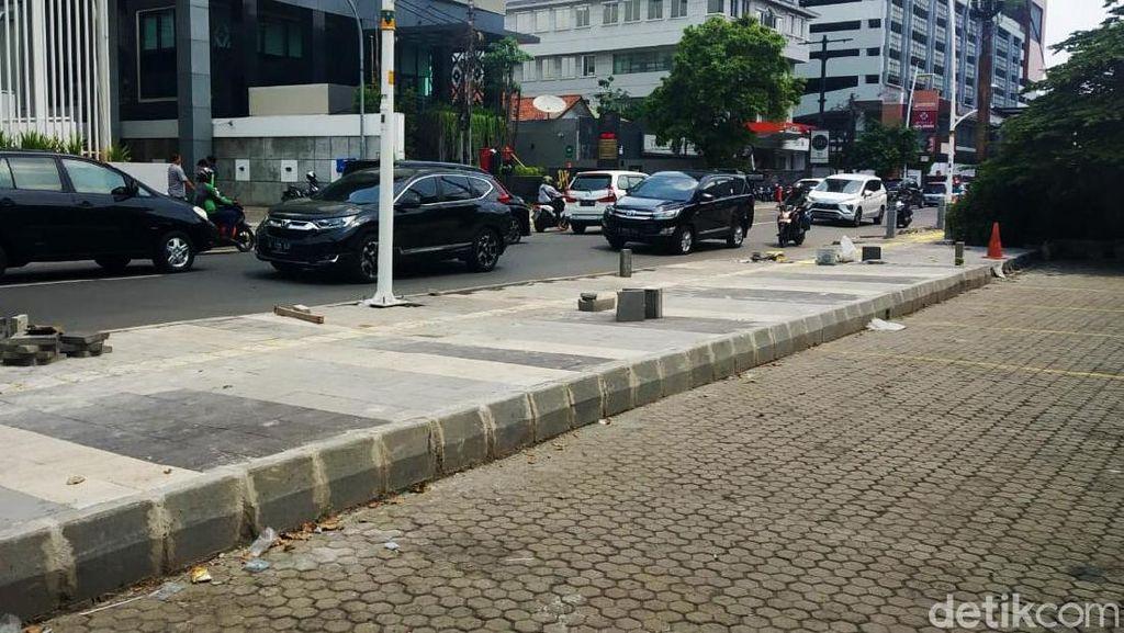 Penampakan Trotoar di Kemang yang Viral karena Bikin Sulit Parkir