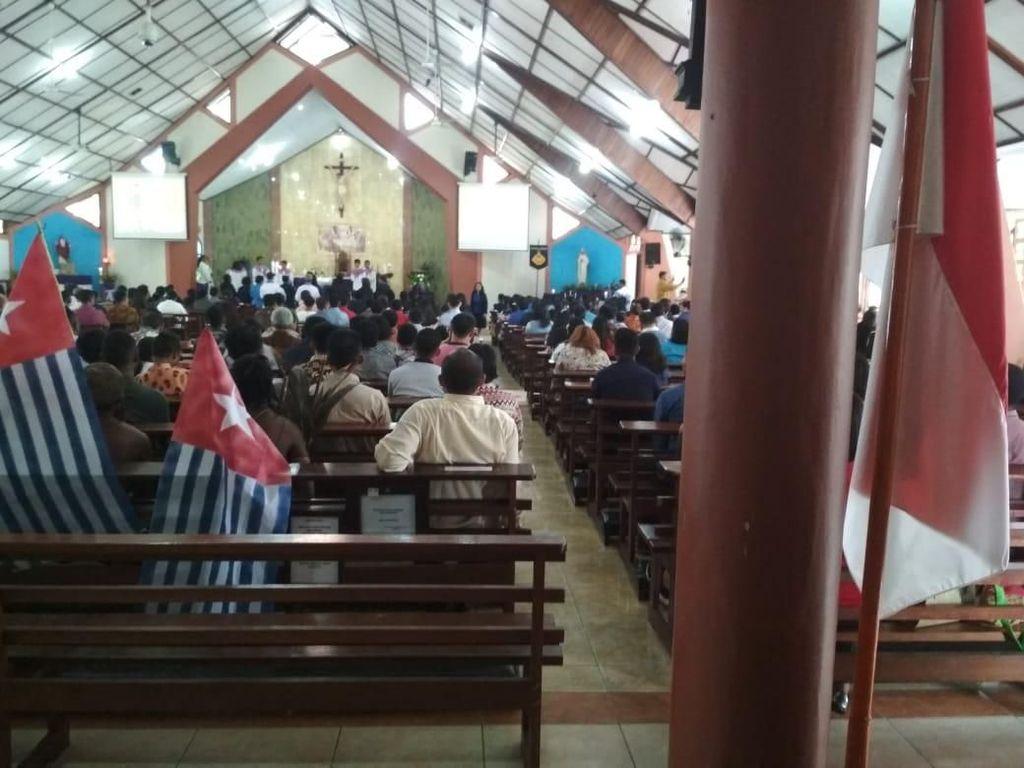Bawa Bendera Bintang Kejora ke Dalam Gereja, 4 Mahasiswa Diamankan