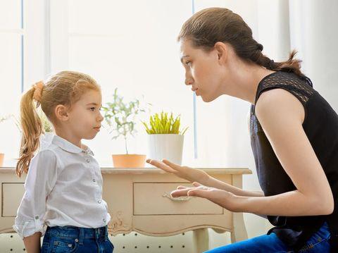 Hentikan Kebiasaan Mencubit Anak Saat Marah, Ganti dengan 6 Cara Ini