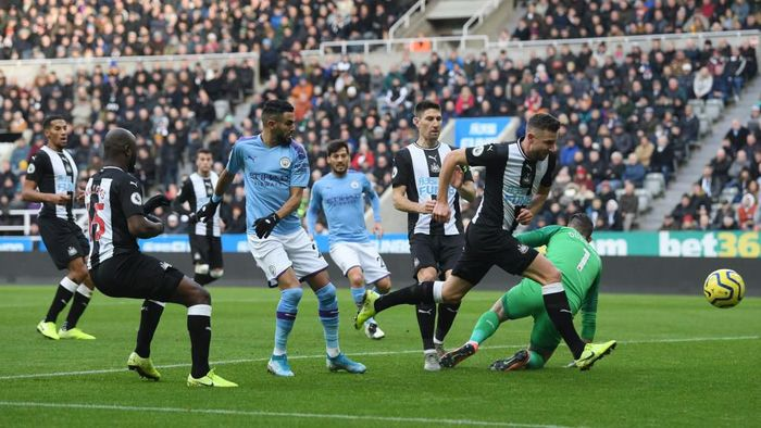 NEWCASTLE UPON TYNE, ENGLAND - NOVEMBER 30: Riyad Mahrez of Manchester City shoots during the Premier League match between Newcastle United and Manchester City at St. James Park on November 30, 2019 in Newcastle upon Tyne, United Kingdom. (Photo by Stu Forster/Getty Images)