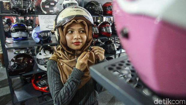 Helm untuk hijaber