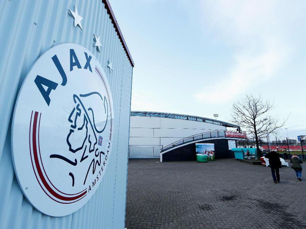 Ajax Tak Akan Jual Murah Pemain-pemainnya