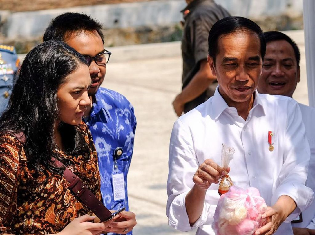 Stafsus Milenial Putri Tanjung Cerita Dapat PR dari Jokowi Usai Kunker