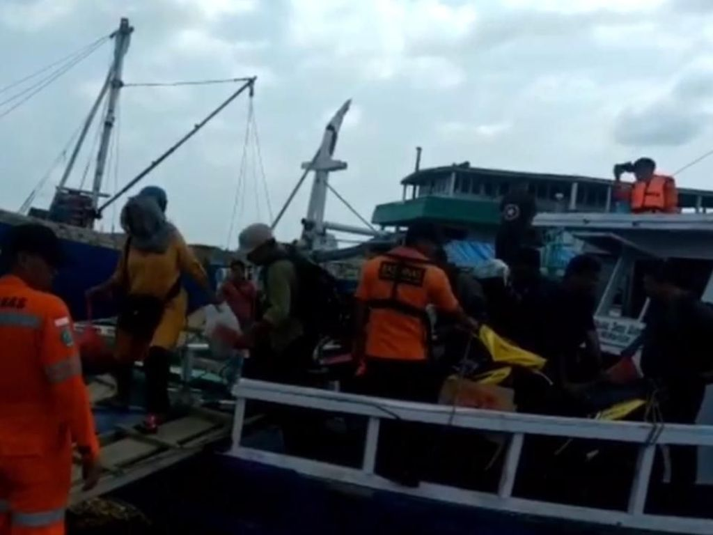 KM Usaha Baru Mati Mesin di Tengah laut, 30 Penumpang Dievakuasi