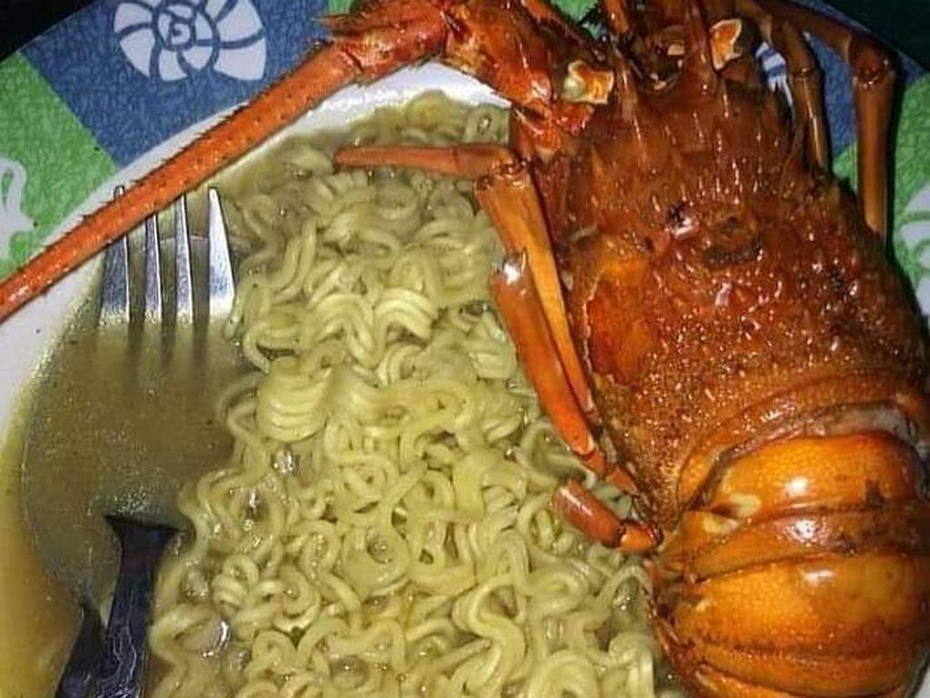 Unggah Foto Makan Mie Instan Pakai Lobster, Pria Ini Dikritik Netizen