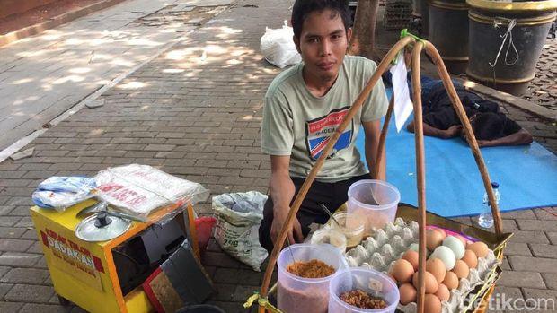 Pedagang Makanan Sedih Sepinya Pelanggan di Reuni 212
