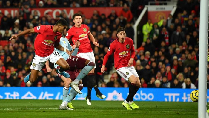 MANCHESTER, ENGLAND - DECEMBER 01: Marcus Rashford of Manchester United scores his sides first goal during the Premier League match between Manchester United and Aston Villa at Old Trafford on December 01, 2019 in Manchester, United Kingdom. (Photo by Dan Mullan/Getty Images)