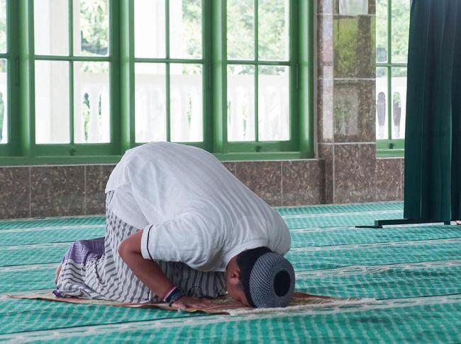 Sholat Tahiyatul Masjid dan 4 Keutamaannya