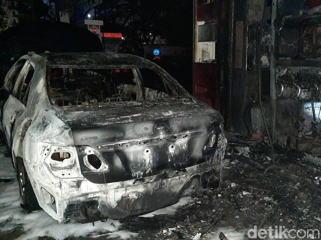 Api Padam, Kebakaran di SPBU MT Haryono Diduga Berawal Mobil Tabrak Pompa