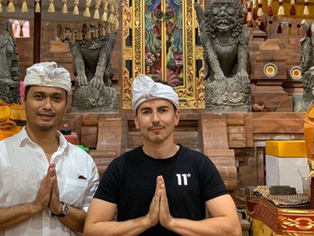 Jorge Lorenzo Penasaran: Tiap Rumah di Bali Punya Pura Ya?