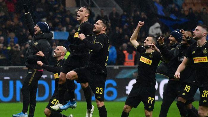 Inter Milan memuncaki klasemen Liga Italia usai menang 2-1 atas SPAL (Foto: MIGUEL MEDINA / AFP)