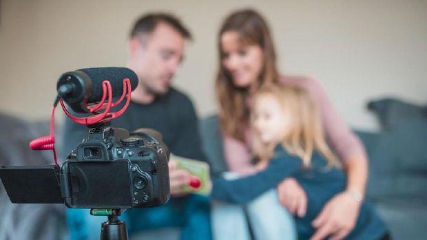 Ilustrasi vlog keluarga