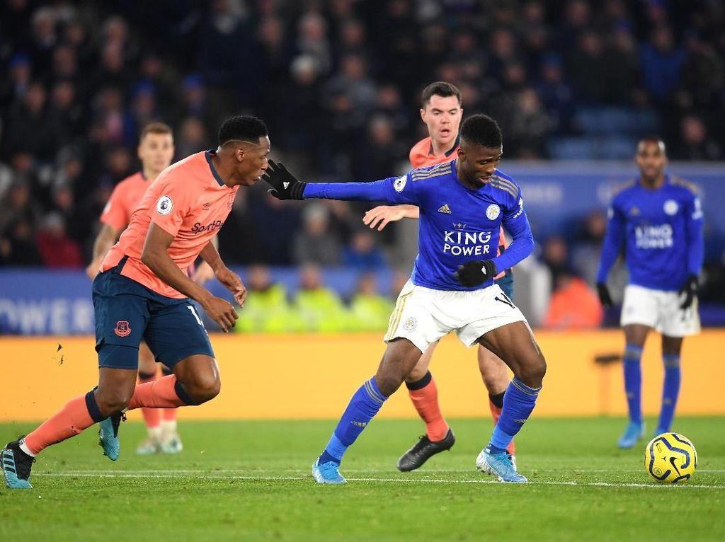 Terbantu VAR di Menit Akhir, Leicester Tundukkan Everton 2-1
