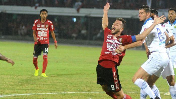 Ilija Spasojevic mempersembahkan gelar juara Liga 1 2019 bersama Bali United untuk mendiang istrinya. (Foto: Fikri Yusuf/Antara)