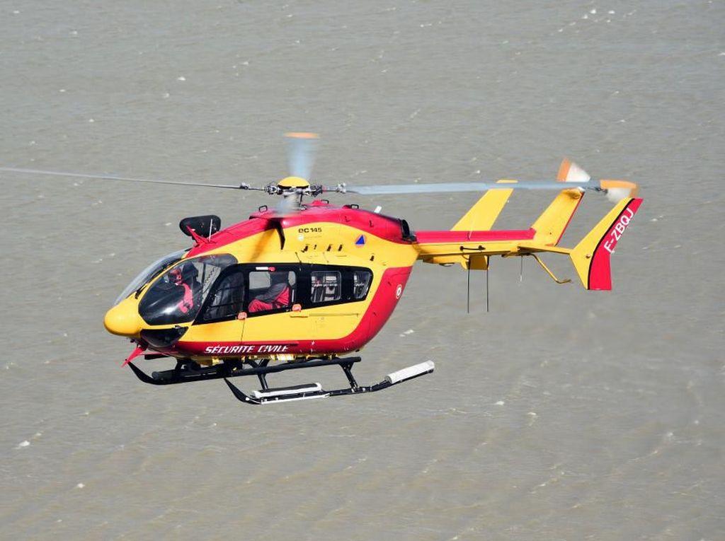 Bahagianya Bocah Dapat Kado Aksi Helikopter Polisi Live