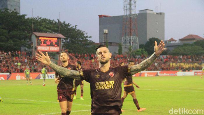 PSM Makassar imbang 2-2 dengan Borneo FC. (Foto: Ibnu Munsir/detikcom)