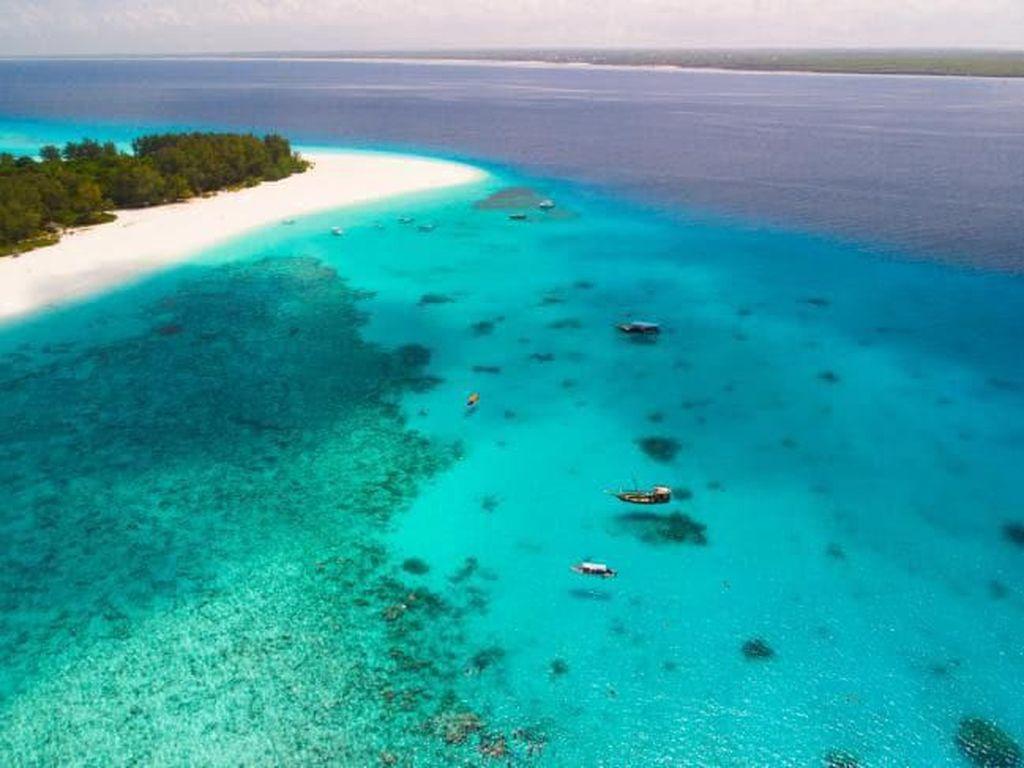 Banyak Turis Telanjang Bulat di Tempat Umum, Pulau Ini Beri Denda