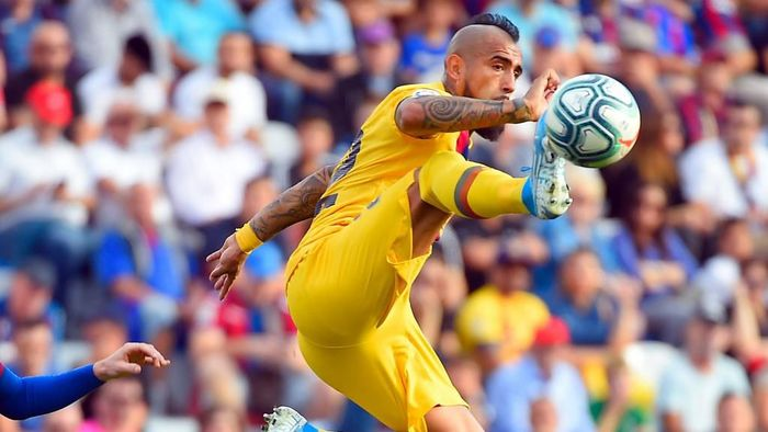 Arturo Vidal dikabarkan tertarik meninggal Barcelona untuk bergabung Inter Milan di bursa musim dingin 2020. (Foto: Jose Jordan / AFP)