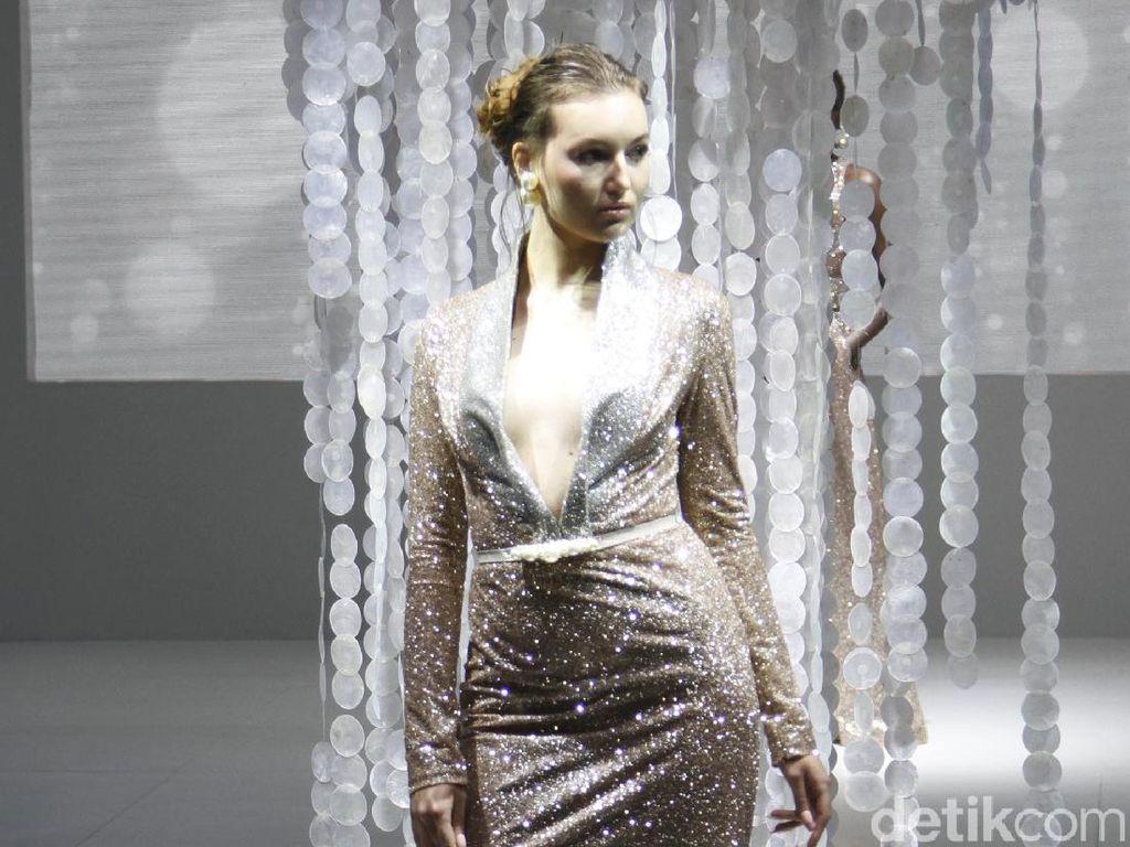 15 Gaun Mewah nan Seksi Karya Ivan Gunawan