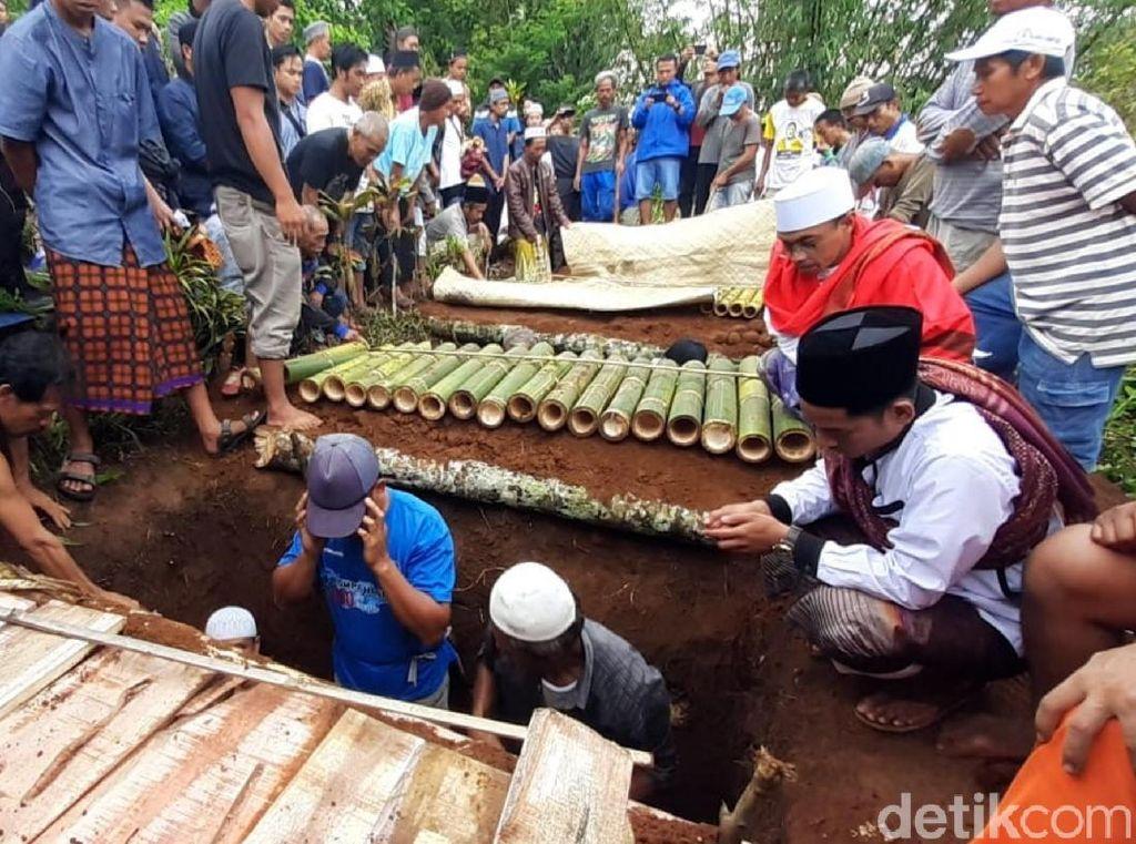 Tiga Korban Sumur Maut di Cibadak Sukabumi Dimakamkan Berdekatan