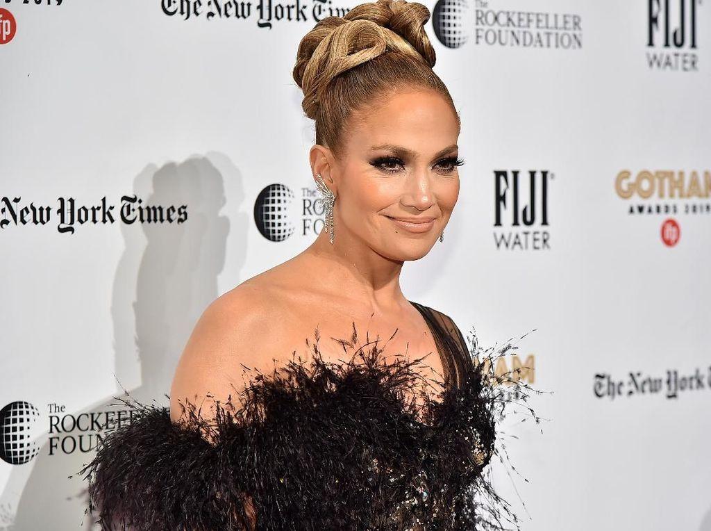 Jennifer Lopez, Lili Reinhart hingga Meninggalnya Cha In Ha