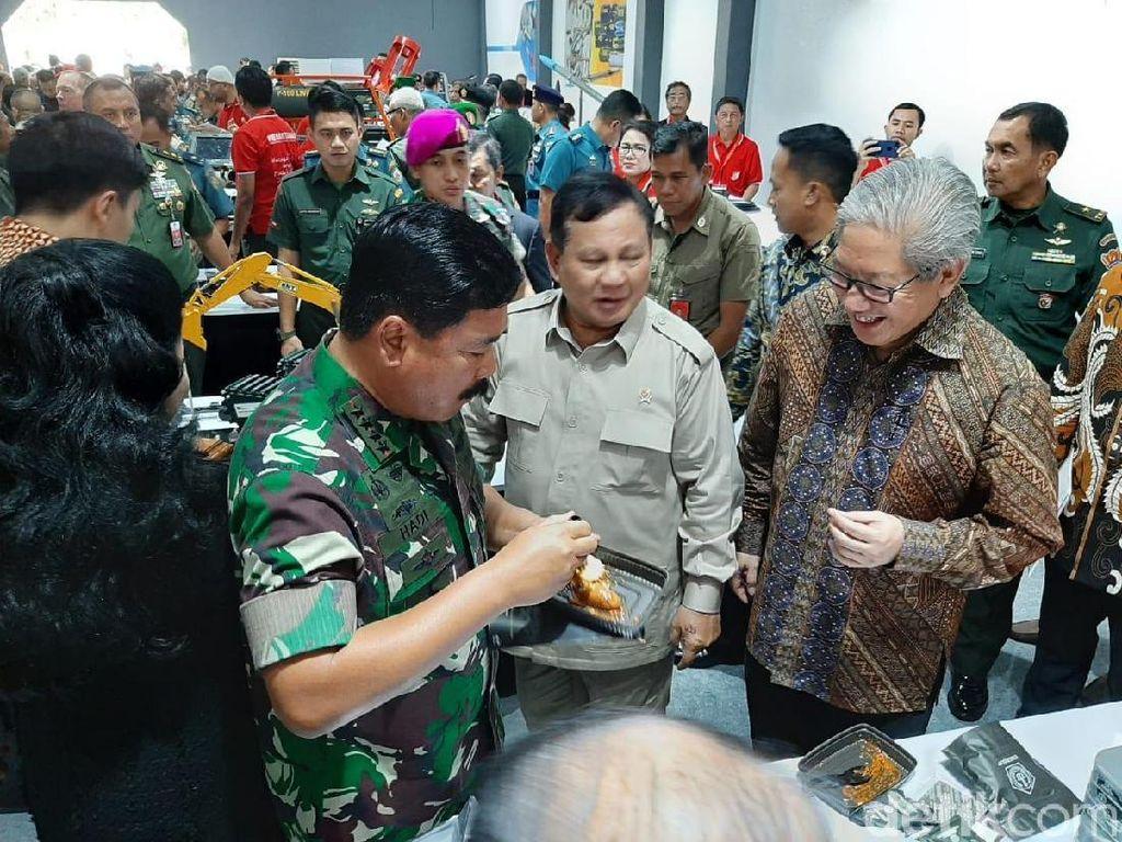Prabowo dan Panglima TNI Tinjau Pameran Alutsista di Kemhan