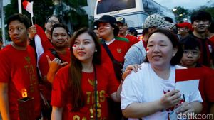 Ramai-ramai Dukung Timnas Indonesia di Binan Stadium