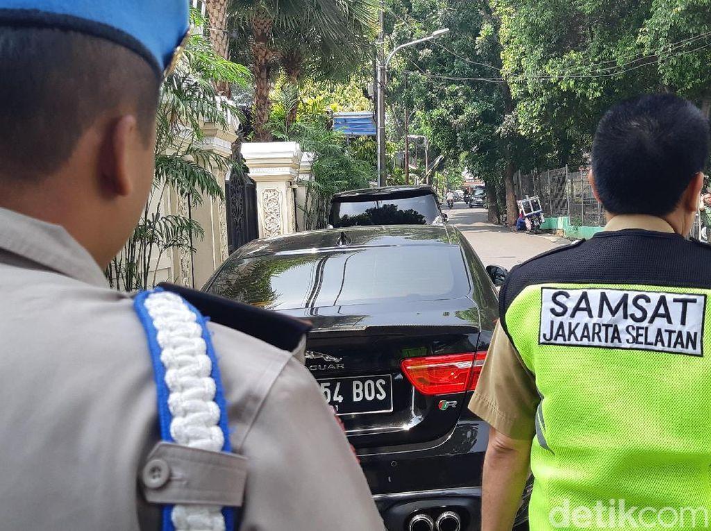 KTP Dicatut Pemilik Mobil Mewah, Segera Blokir!