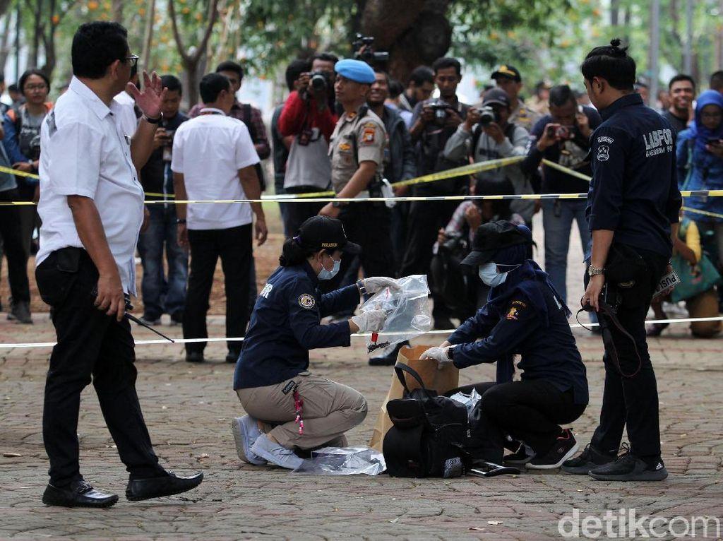 Polisi Olah TKP Ledakan Granat di Monas