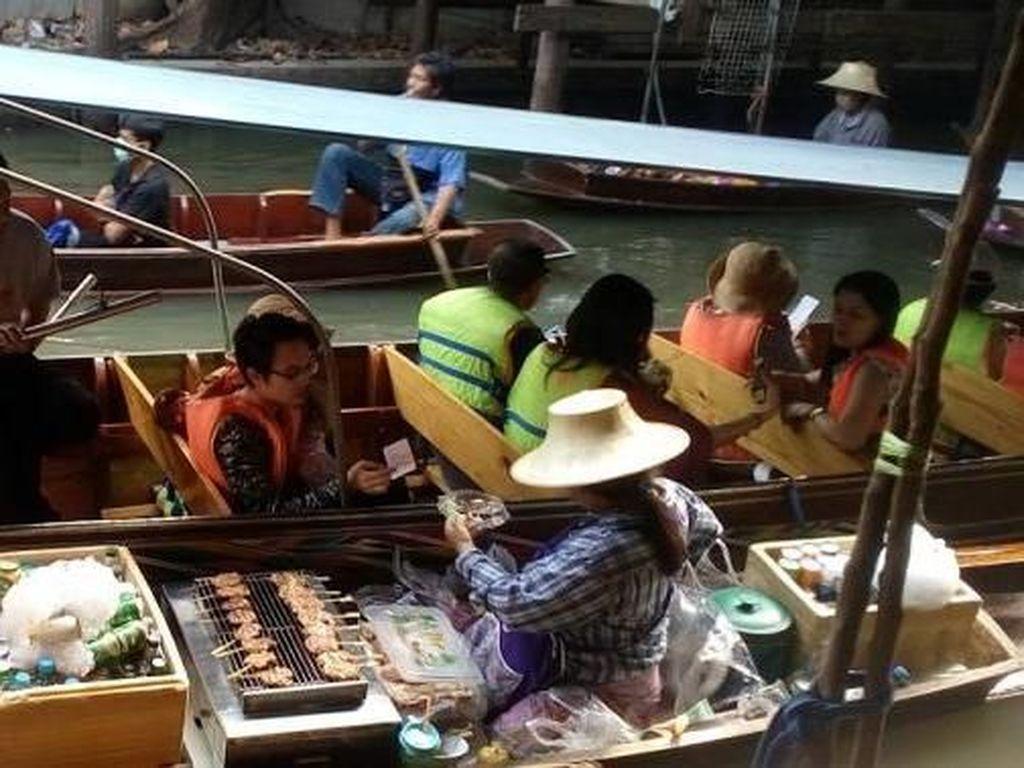 Foto: Pasar yang Tak Biasa di Thailand