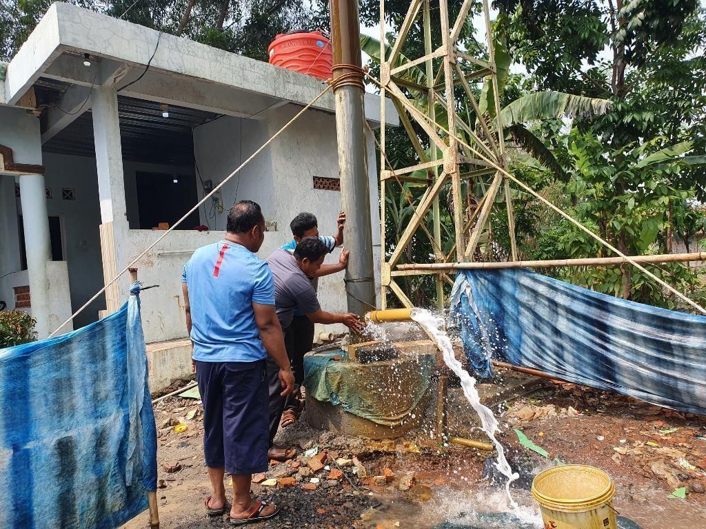 Warga Gunakan Air Asin dari Sumur Masjid Bekasi untuk Hilangkan Gatal-gatal