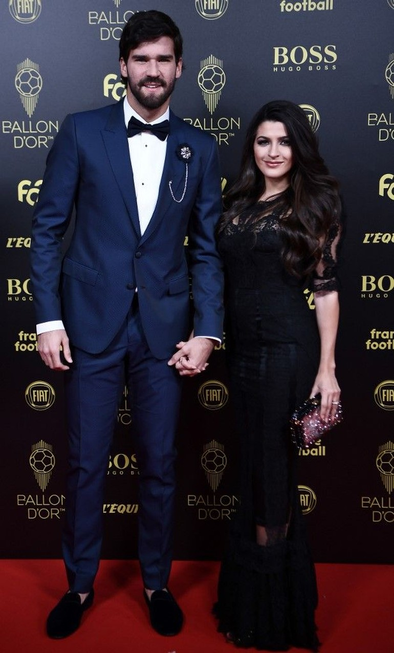 Adu Gaya 7 WAGs Cantik Saat Hadir Di Penghargaan Ballon D Or