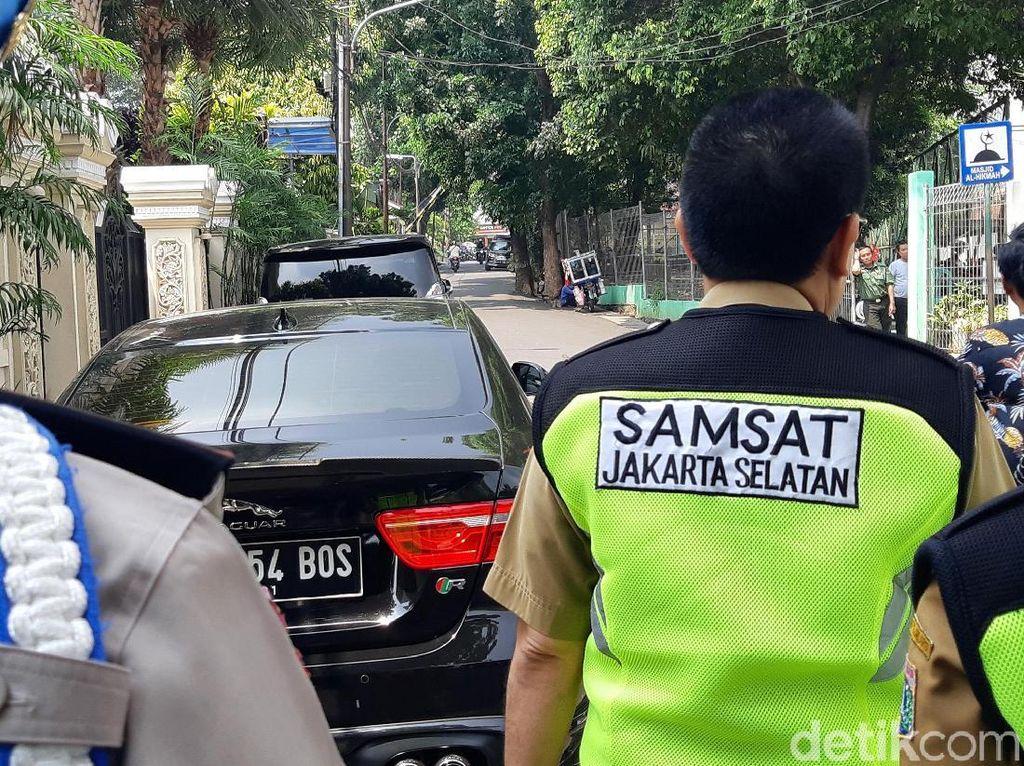 Jaguar Hingga Ferrari Nunggak Pajak, Disamperin Petugas Langsung Bayar!