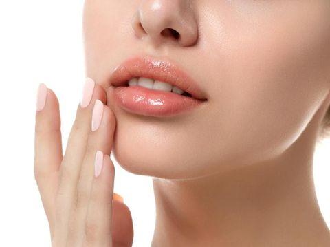 Bye Bye Bibir Gelap, Atasi dengan 4 Bahan Alami yang Mudah Dibuat