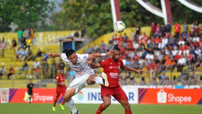 Semen Padang kalah dari Bali United dan makin terbenam di dasar klasemen (ANTARA FOTO/Iggoy el Fitra)
