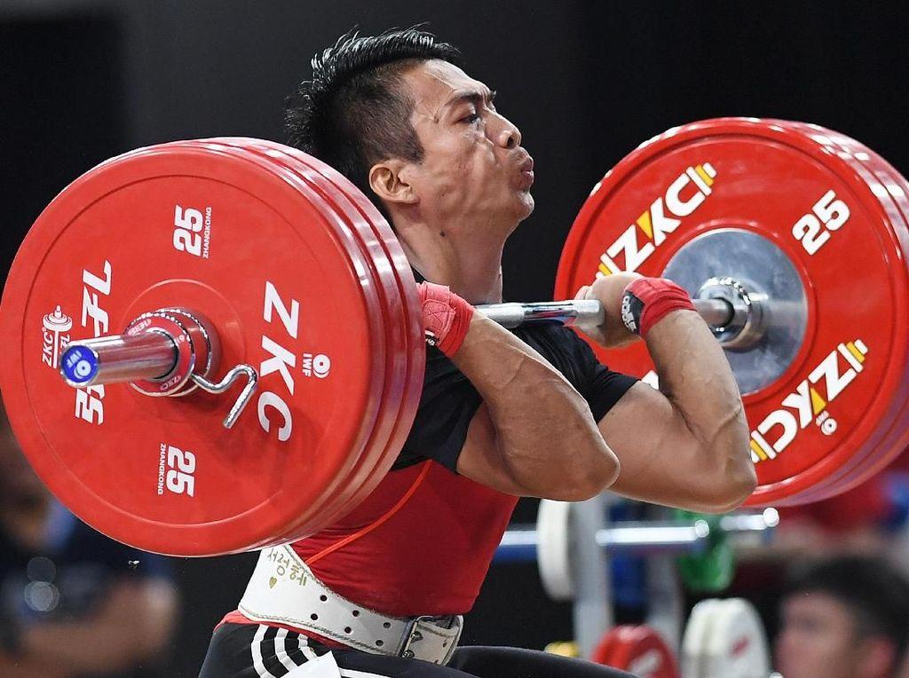Mantap! Lifter Deni Tambah Medali Emas Indonesia