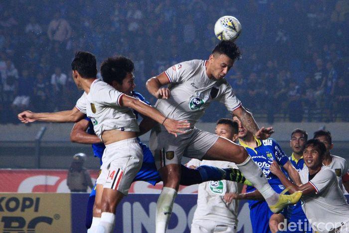 Persib Bandung tumbang saat memainkan laga kandang di pekan ke-30 Liga 1.