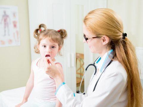 6 Obat Alami yang Aman untuk Mengatasi Sariawan Anak