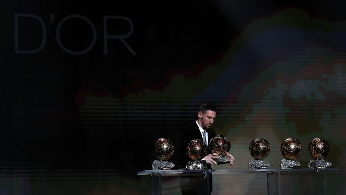 Lionel Messi sempat frustrasi Ronaldo menyamai koleksi Ballon dOr miliknya (AP Photo/Francois Mori)