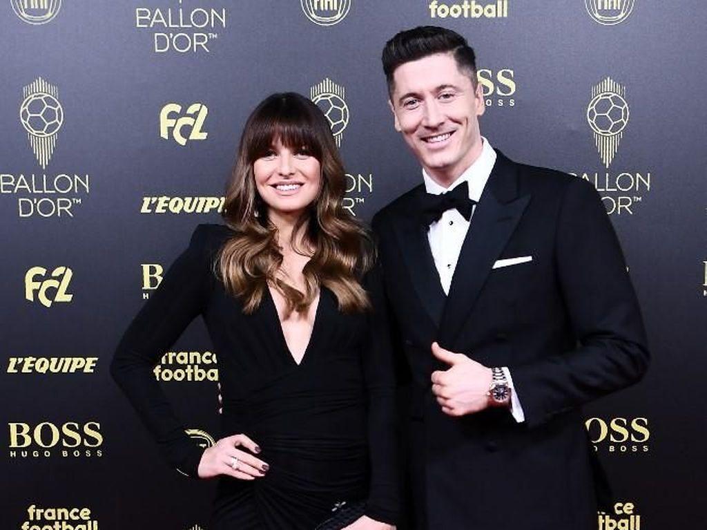 Adu Gaya 7 WAGs Cantik Saat Hadir di Penghargaan Ballon dOr