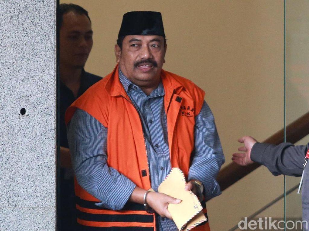 Tangan Diborgol, Carsa AS Tinggalkan Gedung KPK