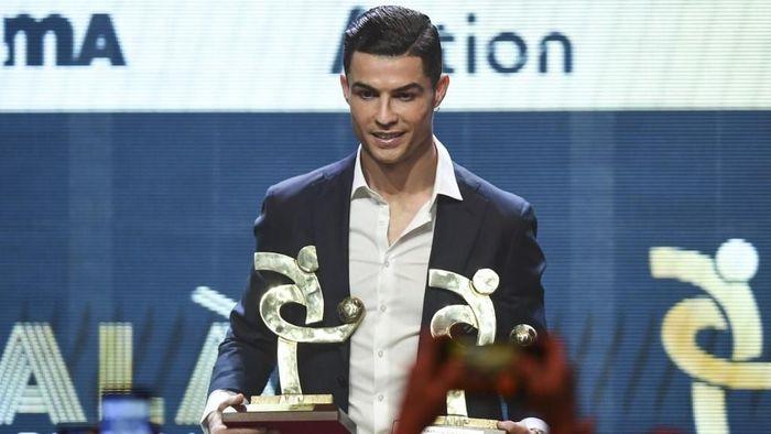 Absen dari seremoni Ballon dOr, Cristiano Ronaldo meraih penghargaan sebagai Pemain Terbaik Serie A 2018/2019 di Gran Gala del Calcio (Foto: MIGUEL MEDINA / AFP)