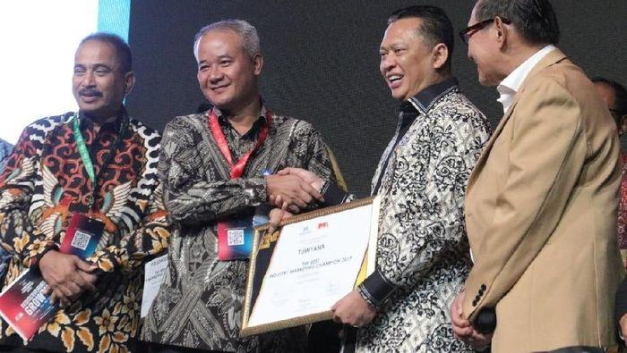 Bos WIKA Sabet Penghargaan Marketeer of The Year 2019/Foto: Dok. WIKA