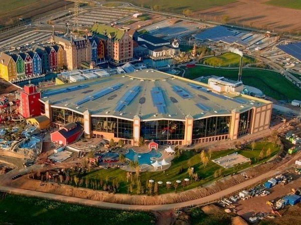 Kolam Renang Indoor Ini Seluas 5 Lapangan Sepak Bola
