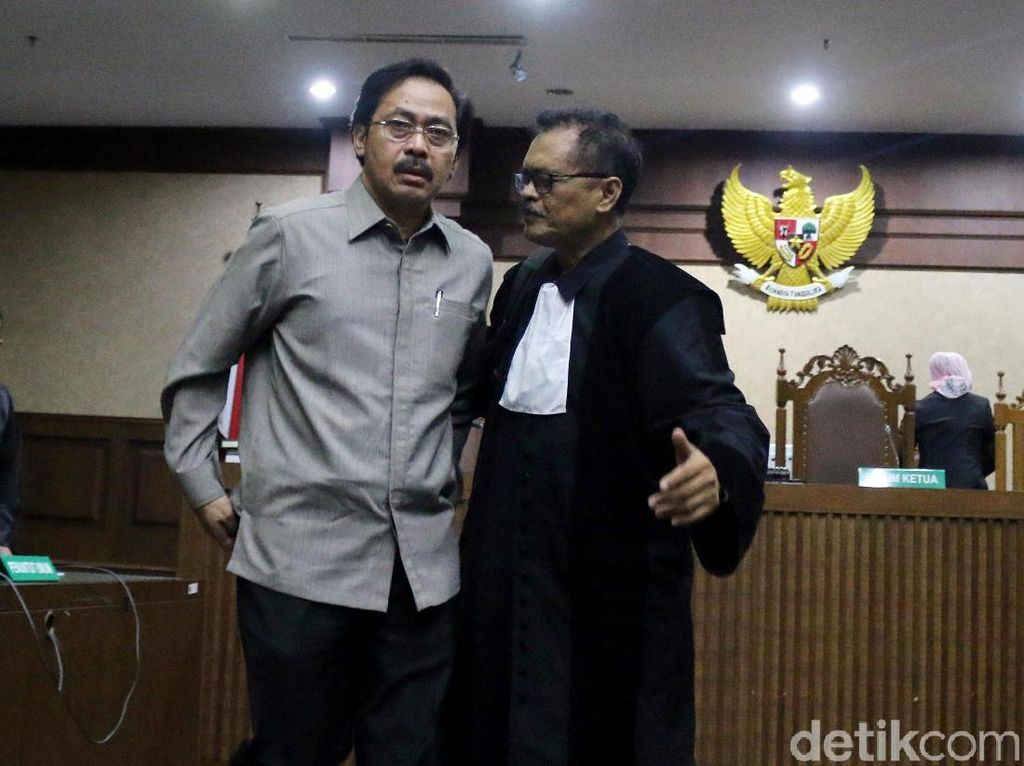 Gubernur Nonaktif Kepri Didakwa Menerima Suap dan Gratifikasi