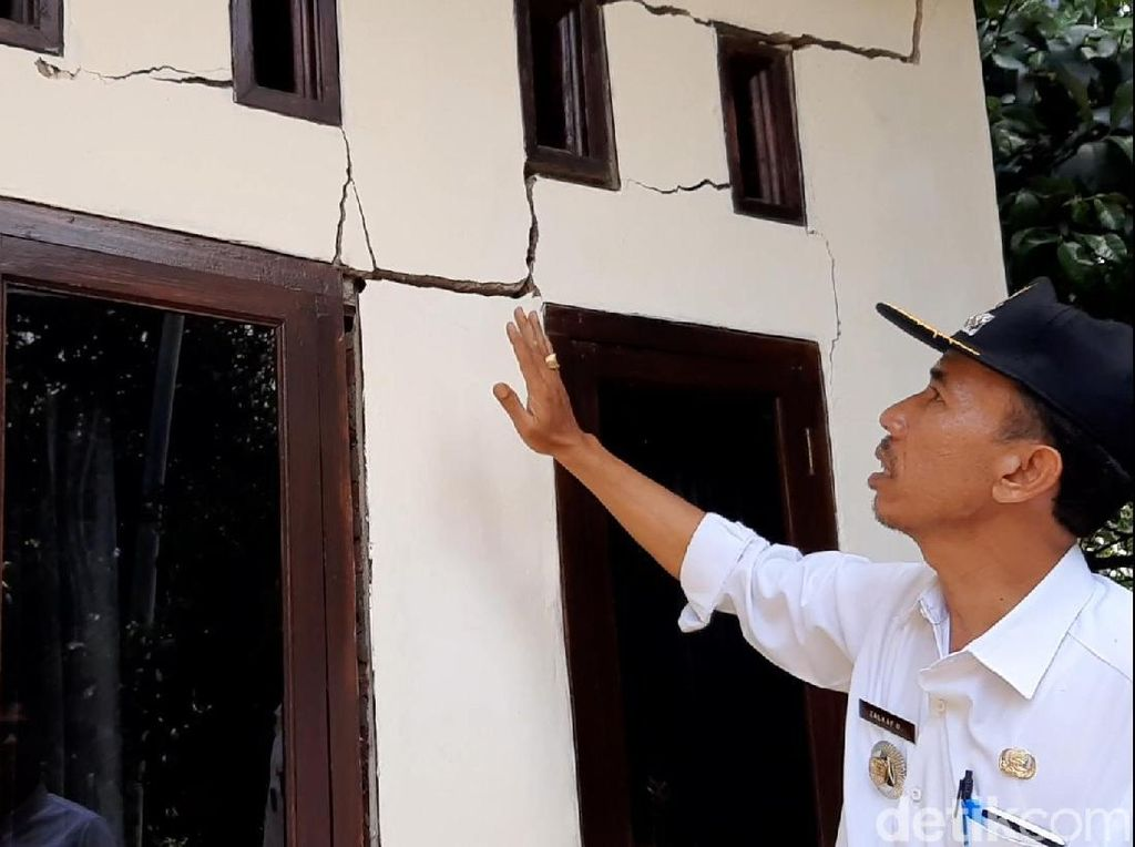 Ratusan Rumah Rusak Akibat Tanah Bergerak di Tasikmalaya
