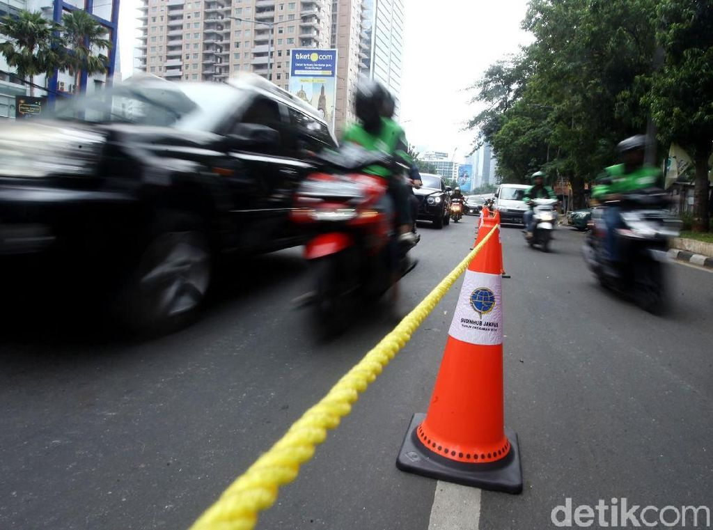 Suasana Uji Coba Penutupan U-Turn Jl Satrio