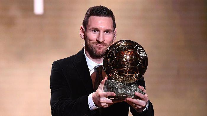 Lionel Messi memenangi trofi Ballon dOr keenamnya pada tahun 2019. (Foto: FRANCK FIFE / AFP)