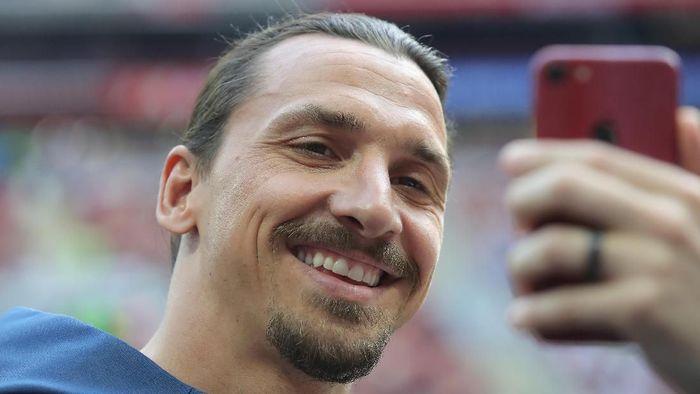 Zlatan Ibrahimovic berteka-teki akan klub barunya di Italia, di tengah rumor kembali ke AC Milan. (Foto: Alexander Hassenstein / Getty Images)